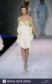 giambattista valli paris ready to wear spring summer strapless