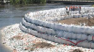 sac de inondation un rapport sur les inondations de 2011 fait 126 recommandations
