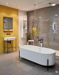 badewanne wand gelb streichen boden skandinavischer wohnstil