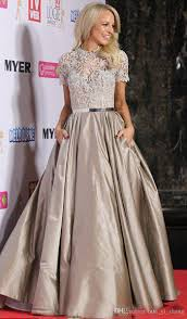selena marie gomez short sleeve lace backless red carpet 2015