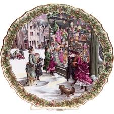 Spode Christmas Tree Cookie Jar by Spode China The Victorian Christmas Series