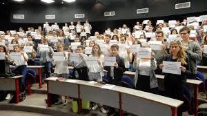 au bureau lannion lannion les étudiants affichent leur soutien à loup bureau
