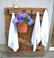 Diy Pallet Pool Towel Rack Outdoor 45 DIY Crafts To Spiff Up Your