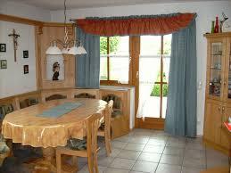 vorhänge esszimmer landhausstil blau orange kissenhüllen