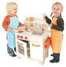 Hape Kitchen Set Nz by Best Wooden Play Kitchens For Toddlers Bedroom And Living Room
