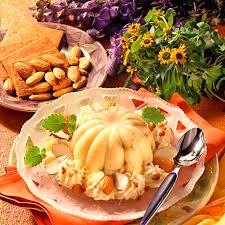 vanillepudding mit braunen kuchen