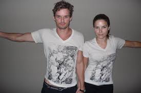 Toothy Tile Blind Vice Revealed by Crazy Days And Nights Sophia Bush And Austin Nichols