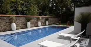 margelle piscine en bois le bois composite un matériau intéressant pour la terrasse et la