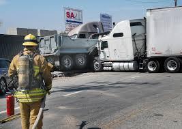 100 Tanker Truck Crash Truck Crash Spills 45 Gallons Of Fuel Near 5 Freeway In Sun