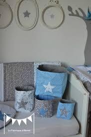 chambre enfant gris et pochons rangement réversibles chambre bébé garçon bleu gris blanc