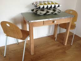 table de cuisine ancienne en bois table en bois et plateau vert ées 60 la factory