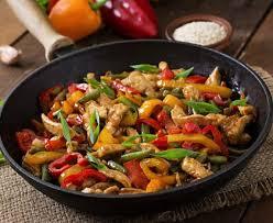 cuisiner legumes sauté de poulet et petits légumes au wok recette de sauté de