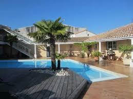the l shaped pool and deck photo de le manoir de l antiquité