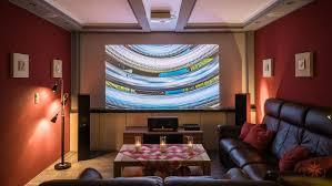 wohnzimmer heimkino mit beamer tv lift und dolby atmos