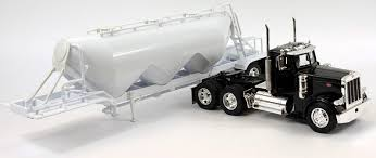Amazon.com: NewRay 1:32 Scale, Peterbilt Model 379 Pneumatic Dry ...