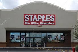 magasin de fournitures de bureau magasin de fournitures de bureau staples photo éditoriale 52029899