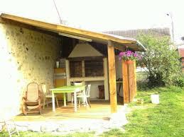 construire une cuisine d été barbecue dans cuisine d été couverte jardin barbecue