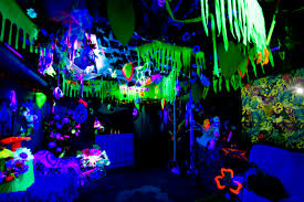 use a black light for a glowing the dark night jungle AVATAR