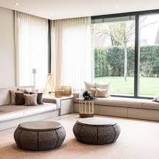 lounge sofa wohnzimmer mit eleganten kissen schöner deko
