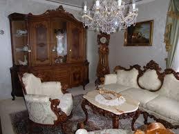 komplettes braun weißes wohnzimmer