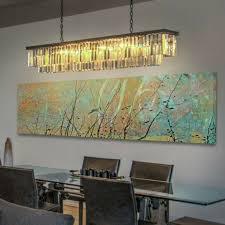 luxuriöses esszimmer mit naturmotiven weiches gelbes licht