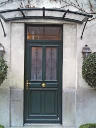 cuisine porte d entrã e en bois de couleur verte et decoration en