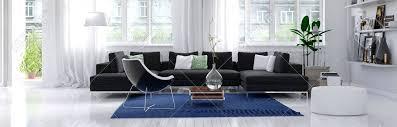 panorama horizontale banner eines modernen wohnzimmer innenraum mit weißen wand und boden große helle fenster und einen komfortablen anthrazit