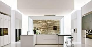 mur de cuisine tuile de mur briques grises lisses comptoir dîlot cuisine en bois
