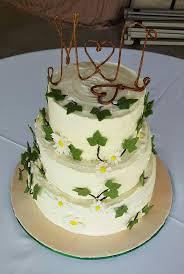 Rustic Daisy English Ivy Wedding Cake