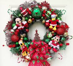 This Mickey Mouse Wreath Features All Of Mickeys Friends Minnie Goofy And Donald It Is So Pretty That You Can Put Year Round