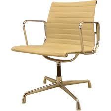 bureau herman miller fauteuil de bureau pivotant herman miller charles eames