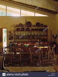 im orientalischen stil holzstühle am langen tisch für das