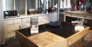 idee plan cuisine idee plan de travail cuisine 9 granit bois quartz et 233tain