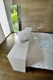 tisch überm bett im schlafzimmer mit bild kaufen