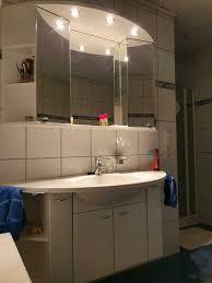 waschbecken mit spiegelschrank