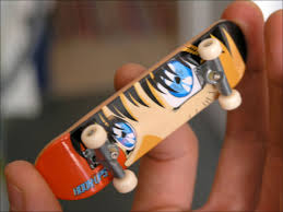 Fingerboard (skateboard) - Wikipedia
