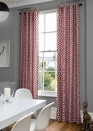 Moderne Pendant Geometric Curtains In Red And White With A Eye Catching Honeycomb Pattern
