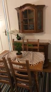 möbel esszimmer esstisch 4 ikea stühle schrank und wandschrank