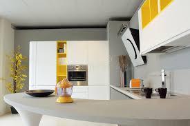 cuisine jaune et blanche cuisine jaune et blanche photo stock image du métal luxe