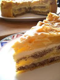geschichtete apfel nuss torte mit verpoorten original eierlikör