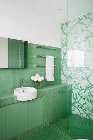 blick ins badezimmer mit grünen und bild kaufen