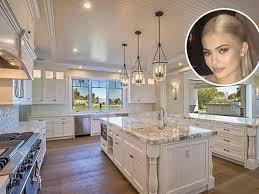 Khloe Kardashian Kitchen 00018