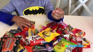 Hey Jimmy Kimmel Halloween Candy Youtube by Kid Halloween Trick Or Treat Candy Haul Prank On Ryan I Told My