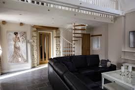 das wohnzimmer mit galerie ferienhaus kranich