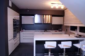 cuisine blanche mur taupe cuisine blanche mur gris anthracite idées de décoration capreol us