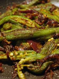 comment cuisiner le gombo cuisine vidéo les gombos aux épices indiennes de cuisine