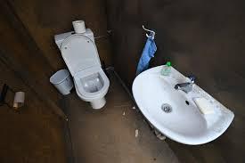 aldi kunde wütend neuer toilettensitz bringt ihn in eine