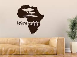 wandtattoo hakuna matata kontinent afrika mit afrikanischen bäumen