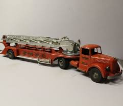 Bargain John's Antiques | Smith Miller Cast Aluminum Aerial Mack Toy ... Smithmiller Toy Truck Union 76 Tow For Smittys Garage Fred Smith Miller Original Bell Telephone System Canvas The Larry Seiber Collection Ron Ramsey Auctions Truckn Cstruction Show Auction Lloyd Ralston Toys Fshlyrestored Lumber And Pup Trailer Tips Farmers Ranchers On Buying A Semi Trailer Latest News Gl Sayre Peterbilt Intertional Parts L Model Mack Blue Diamond Dump With Box Hakes Sthmiller Model Mack Combination Lumber Truck Trailer Original 1954 Smith Miller Factory Color Sales Sheet Gmc Bmack