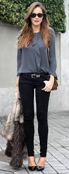 40 Superb Mom Outfits To Look Stylish